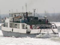 Na rozrúšanie ľadu na Dunaji nasadili tri ľadoborce