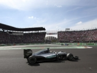 Úvodný deň testov v Barcelone patril Hamiltonovi