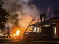Video: Do obytnej zóny v Riverside sa zrútilo malé lietadlo